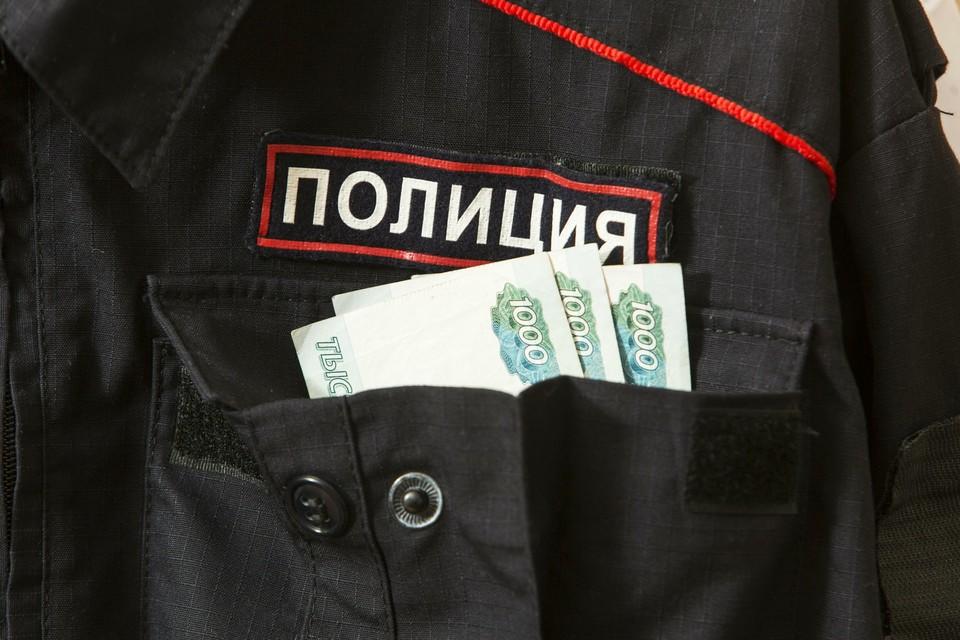 В Москве задержали за взятку двух полицейских