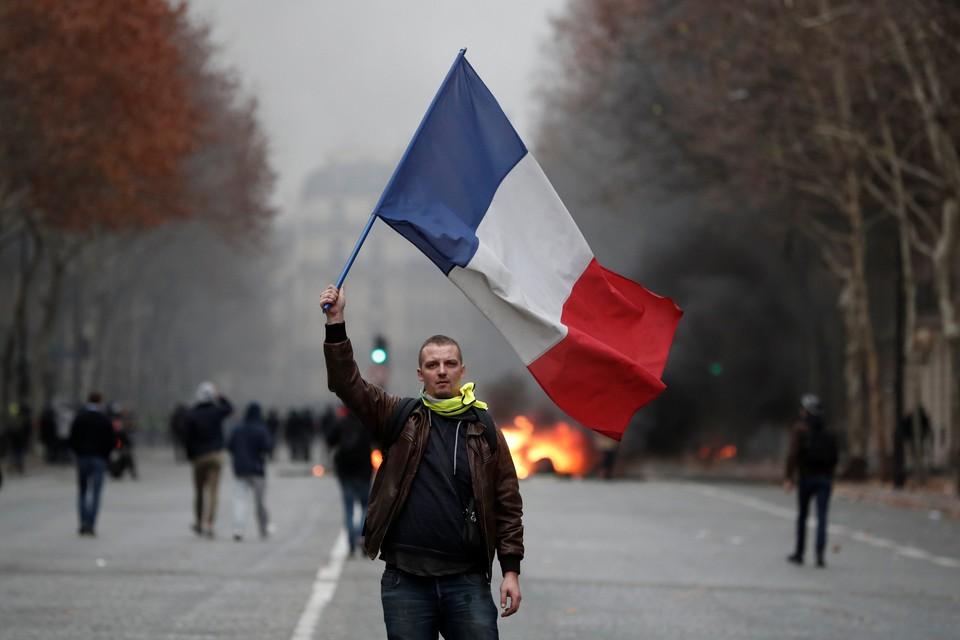 Протестующие требуют отмены решения о повышении цен на топливо