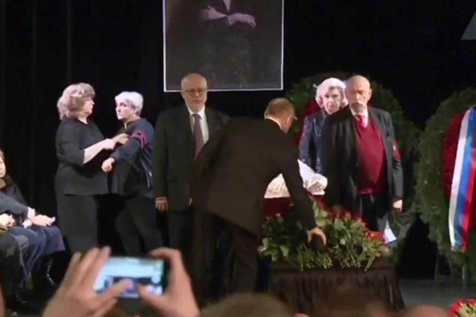 Президент РФ Владимир Путин приехал на церемонию прощания с правозащитницей Людмилой Алексеевой