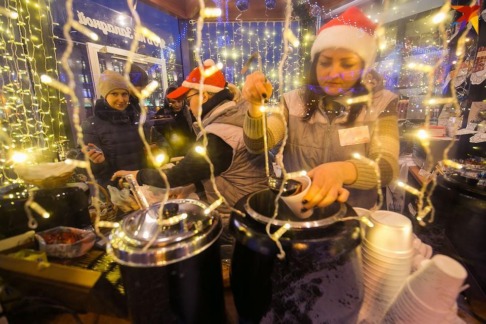 В Минске уже вовсю работают праздничные ярмарки с глинтвейном и угощениями