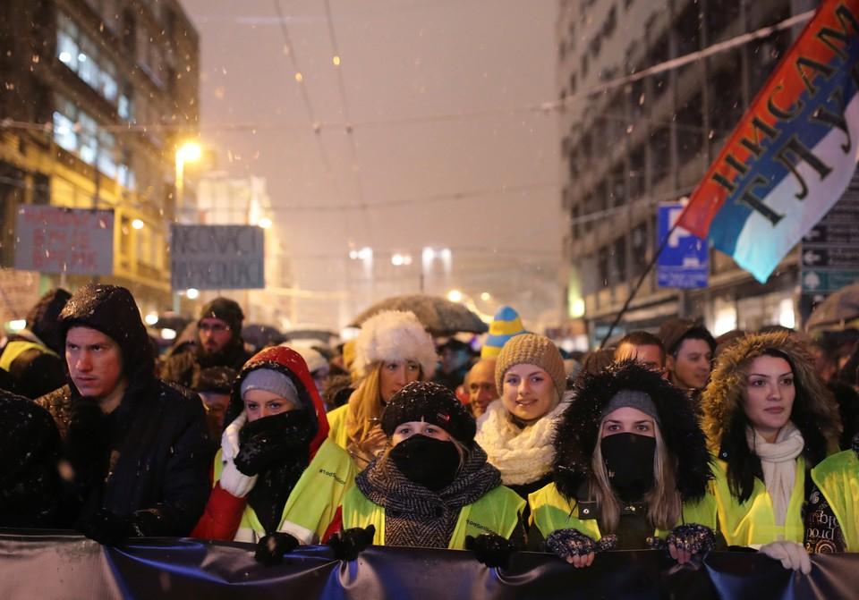 Часть протестующих решила приобщиться к французской акции и надела желтые жилеты