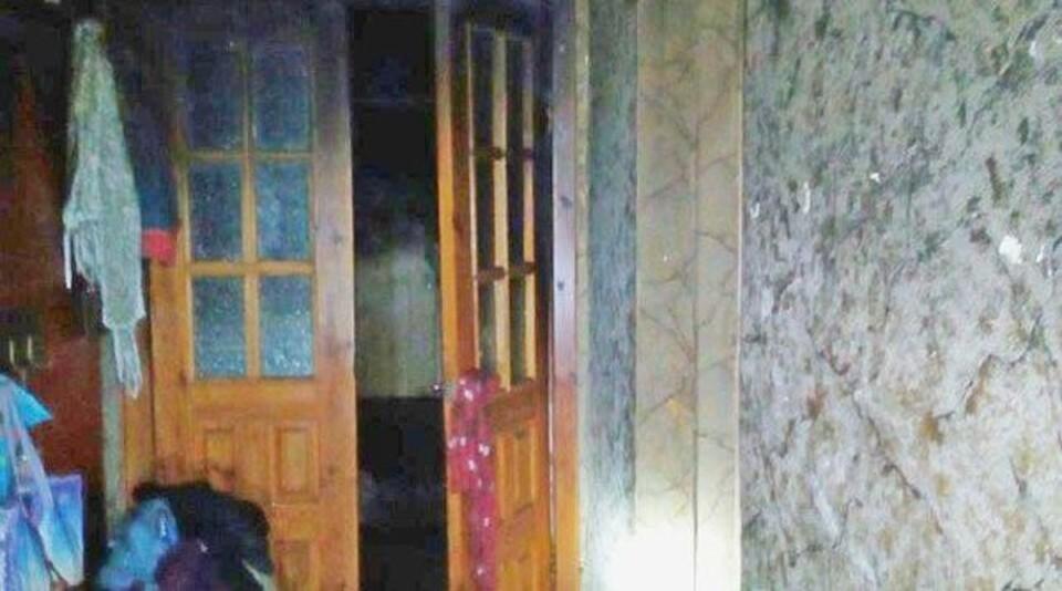 На пожаре в Пинске женщина до приезда спасателей успела вывести из горящей квартиры шестерых детей. Фото: Брестское областное управление МЧС