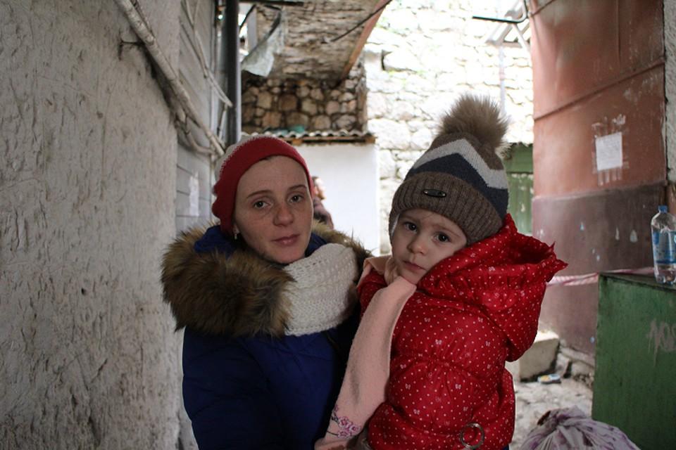 Мария Рудакова - многодетная мама. Младшей дочери Диане нет и трех лет.