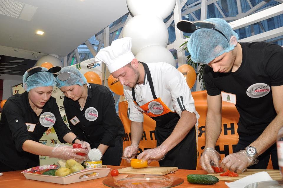 «Комсомолка» выяснила, кто круче готовит: преподаватели или студенты