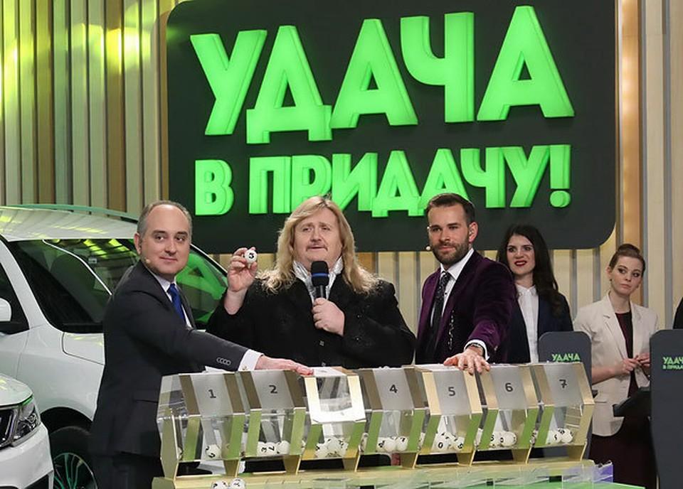 """Победу главному счастливчику принес солист """"Песняров"""" Валерий Скорожонок."""
