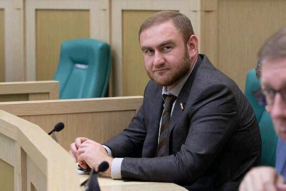 В СКР подтвердили задержание сенатора. Фото: личная страница Арашукова в соцсети