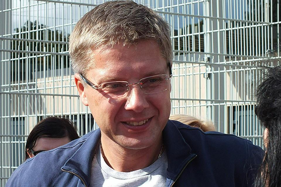 Все последние 10 лет, когда Ушаков занимал кресло мэра, он считается «прокремлевской» фигурой из-за своей русской фамилии