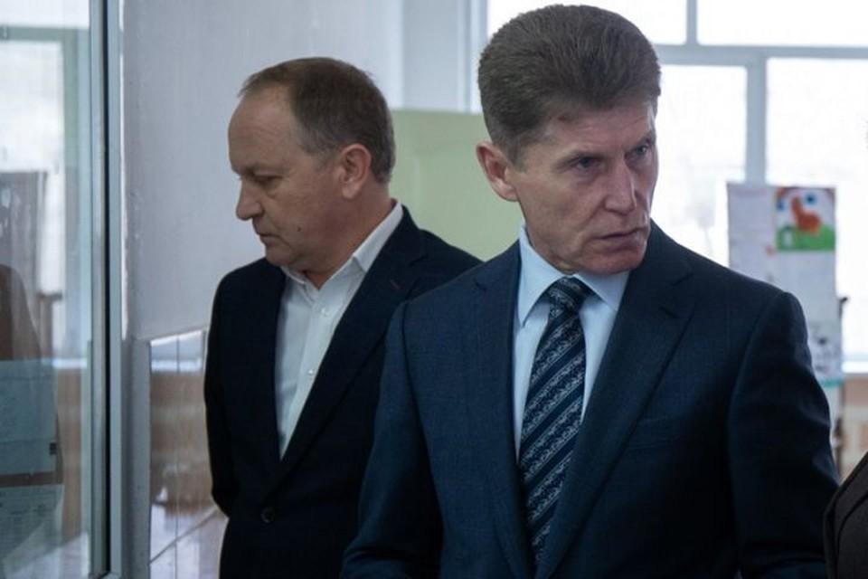 И.о. главы администрации Владивостока Олег Гуменюк и рекомендовавший его на эту должность губернатор Олег Кожемяко