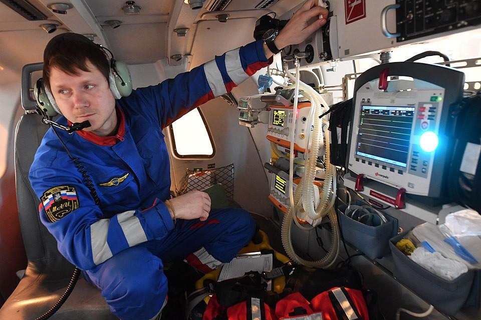 Медицинское оборудование на борту вертолета «Московского авиационного центра».