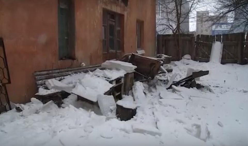 Een Winters Balkon : У многострадального дома в Рязани теперь отвалился и балкон