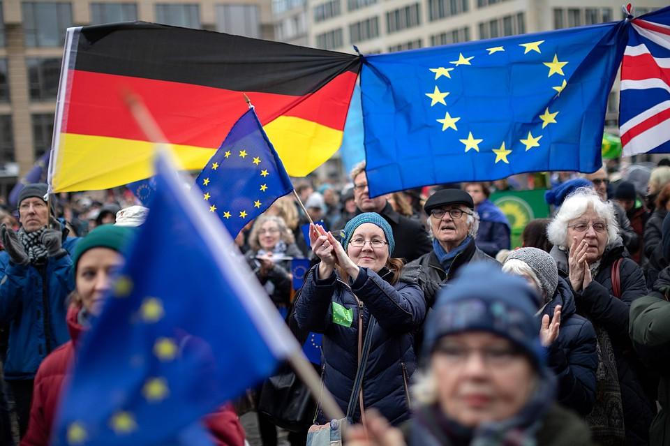 Немцы считают США большей угрозой, чем Россию и Китай