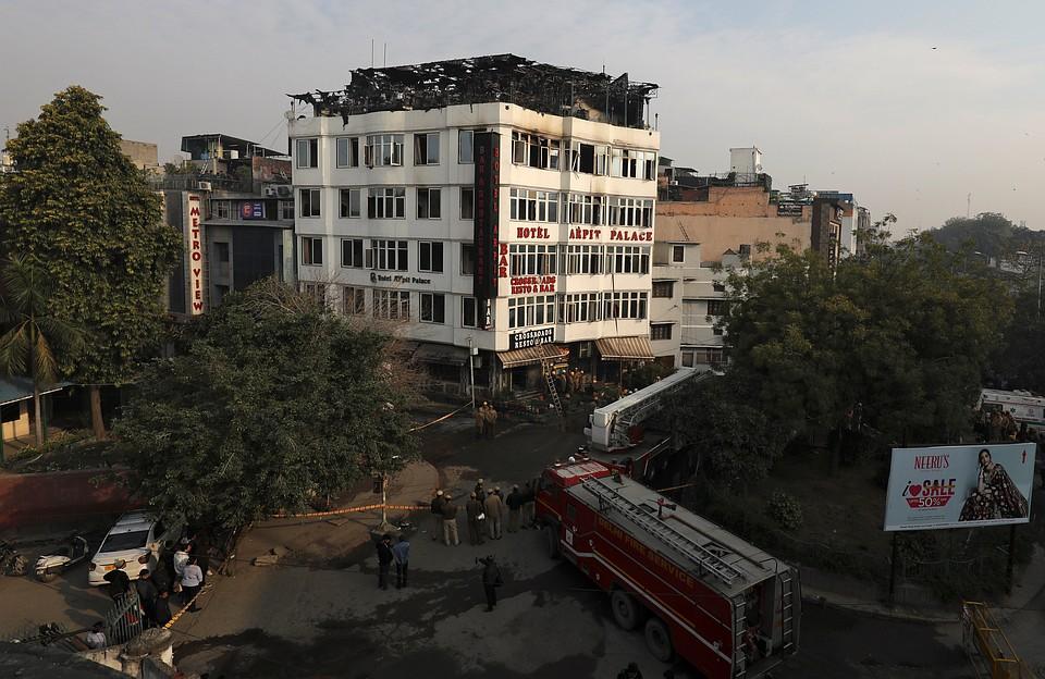 При пожаре в отеле в Нью-Дели погибли 17 человек, в том числе ребенок