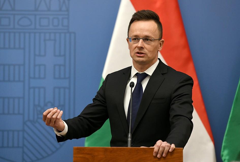 Глава МИД Венгрии назвал лицемерами политиков, критикующих Россию