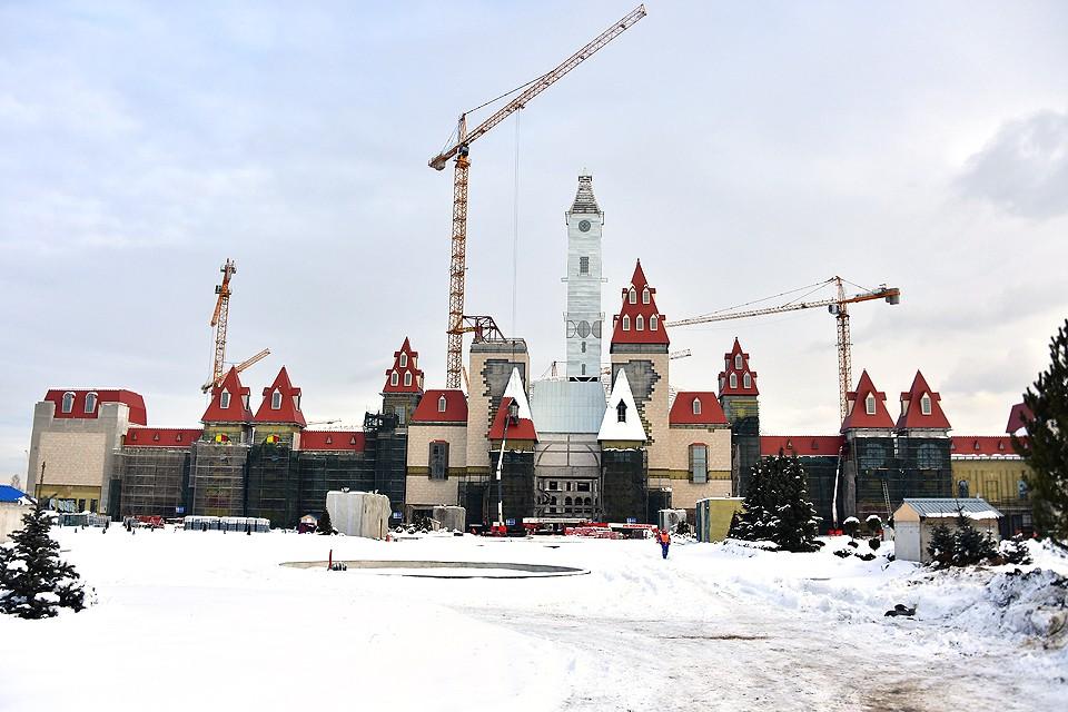Строительство парка развлечений «Остров мечты» идёт полным ходом.