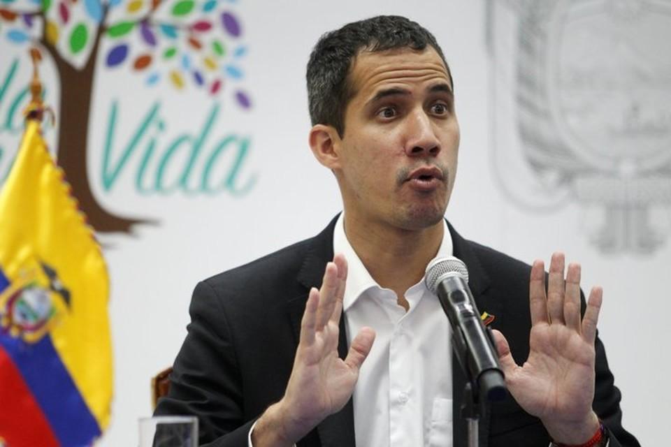 Лидер венесуэльской оппозиции Хуан Гуаидо, провозгласивший себя «временным президентом» страны, на пресс-конференции в Эквадоре