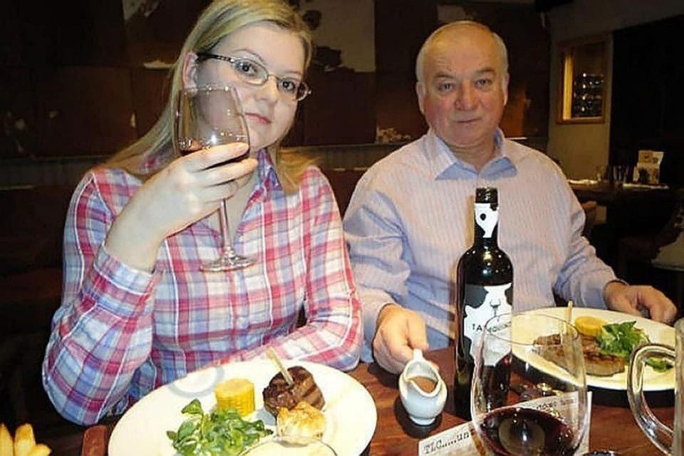 Бывший британский шпион Сергей Скрипаль и его дочь Юлия отравились в тихом английском городке Солсбери нервно-паралитическом веществом
