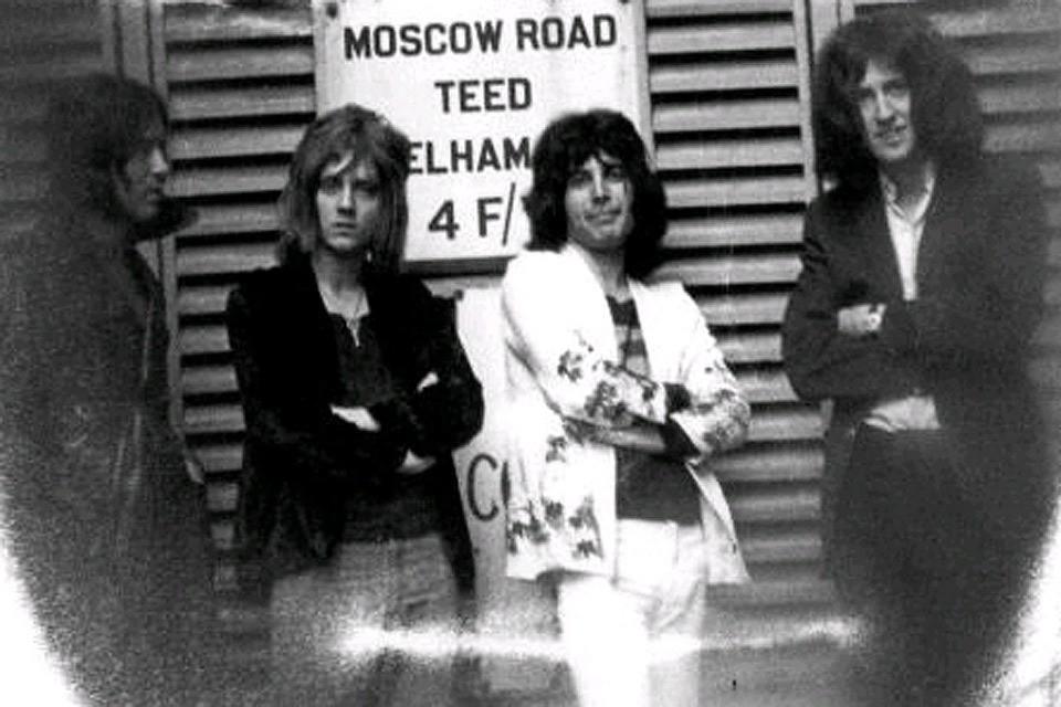 Группа Queen в 1970 году, Майк Гроуз - крайний слева.