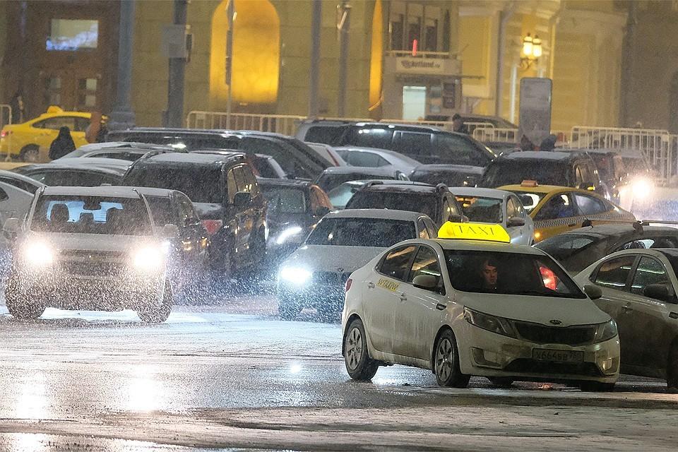 Москва перед праздничными выходными встала в 10-балльных пробках