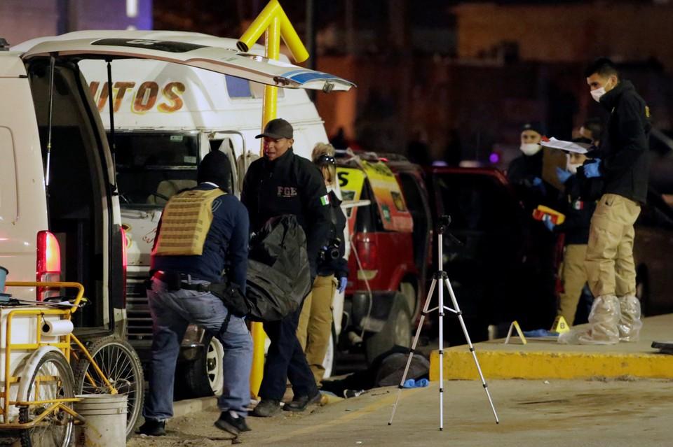 Сначала в городе были найдены тела двух мужчин и женщины