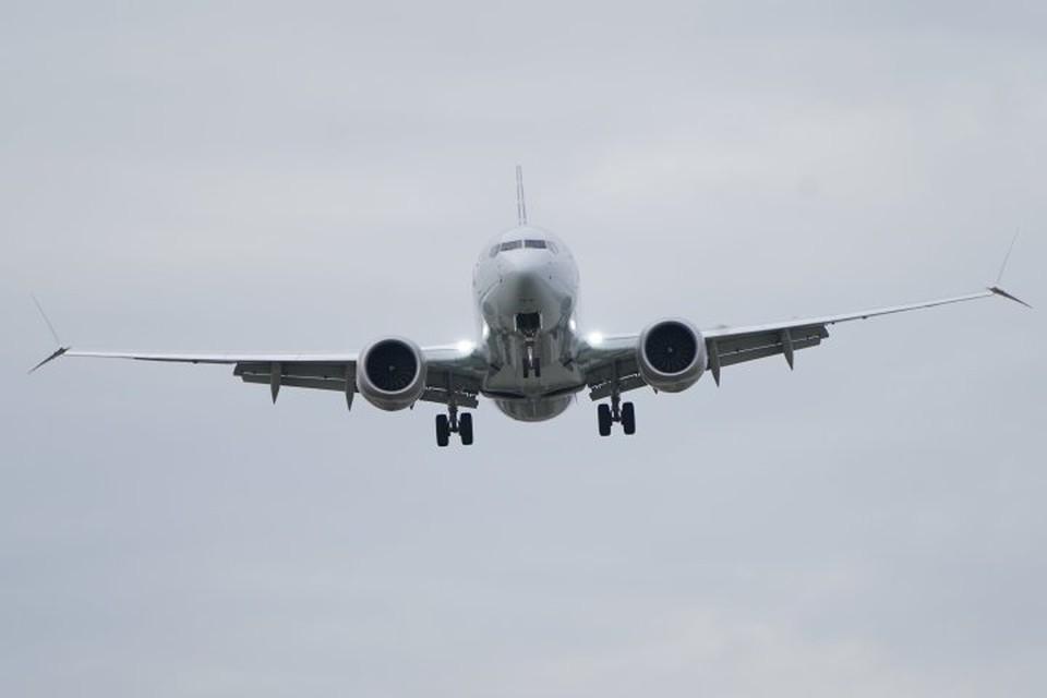 Самолет Boeing 737 MAX на подлете к аэропорту в Вашингтоне