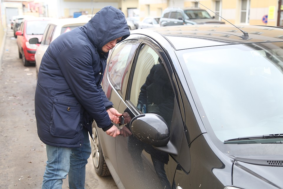 Как проверить за что наложили арест на автомобиль