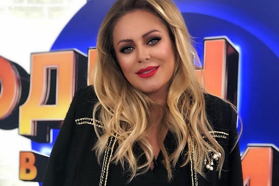 Певица Юлия Началова.