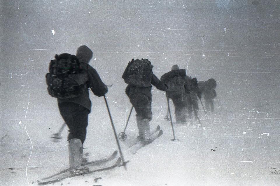 Группа Дятлова уходит в свой поход. Кадр из архивной фотосъемки.