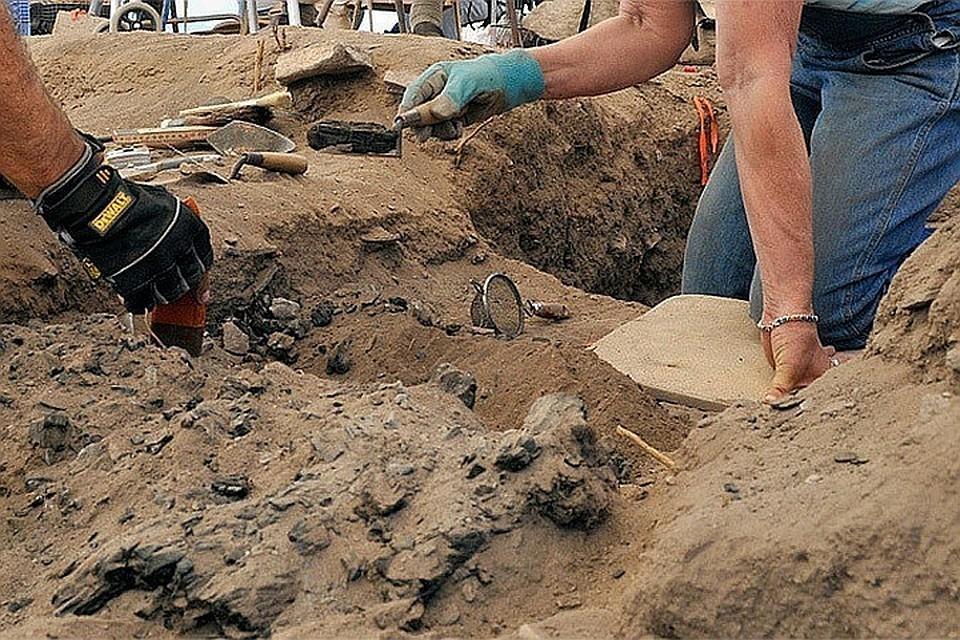 В Египте во время раскопок нашли саркофаг с мумией