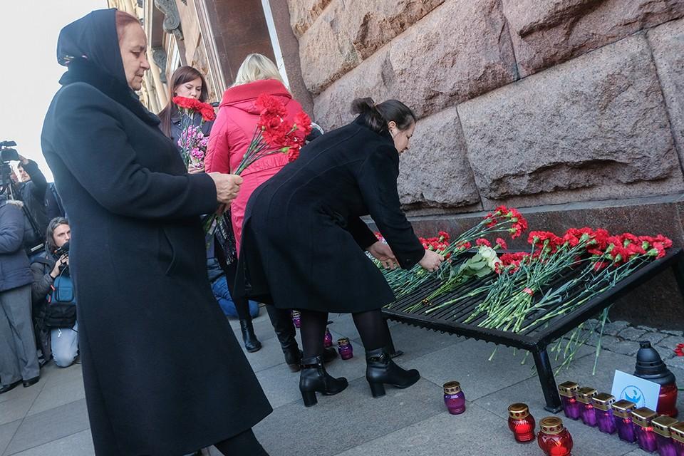 Два года с трагедии в Петербурге: 3 апреля горожане вспоминают погибших в метро.