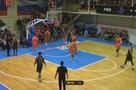 «Среагировал на судейский беспредел»: фанат «Уралмаша» устроил потасовку на баскетбольном матче в Ревде