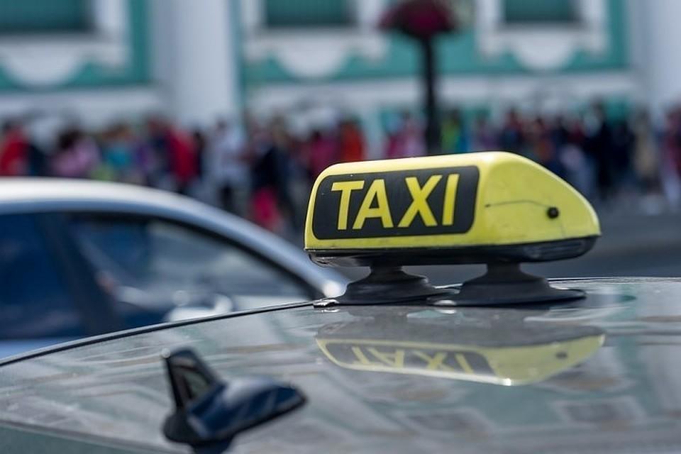 В Москве грабитель избил таксиста, отобрав у него 2800 рублей.