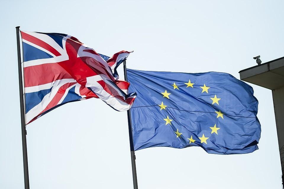 ЕС приняло решение начать официальные торговые переговоры с США
