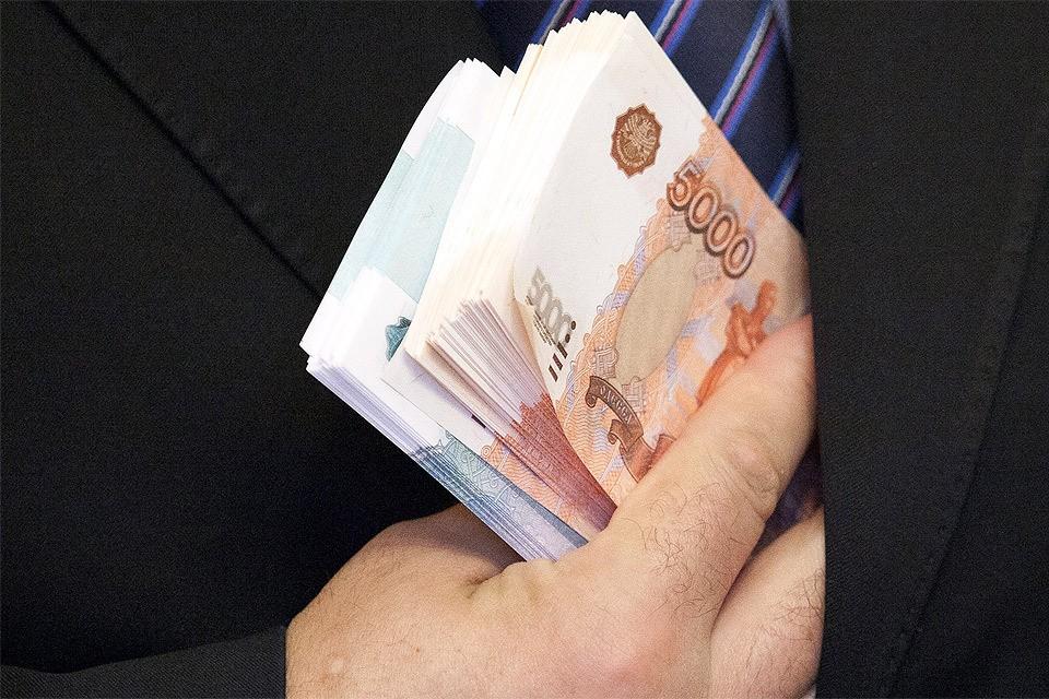 Три процента самых богатых россиян владеют 92% всех срочных вкладов в стране, финансовое положение оставшихся 97 процентов за последние годы только ухудшилось.