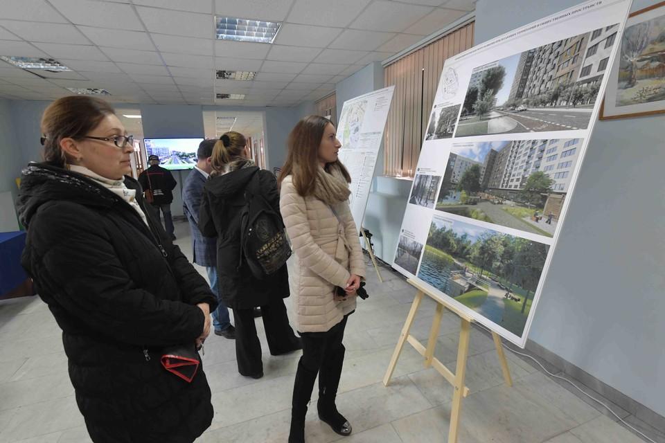 В Москве были открыты экспозиции, на которых жители могли ознакомиться с проектами кварталов реновации и задать интересующие вопросы.