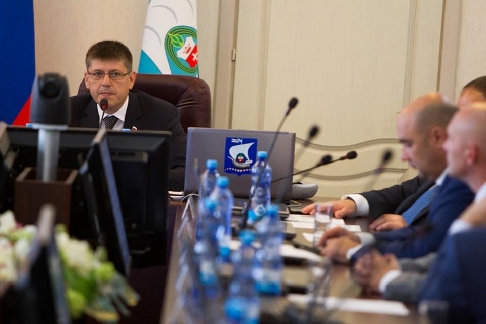 Зарплату из бюджета в горсовете получают только председатель Андрей Кропоткин и его заместитель.