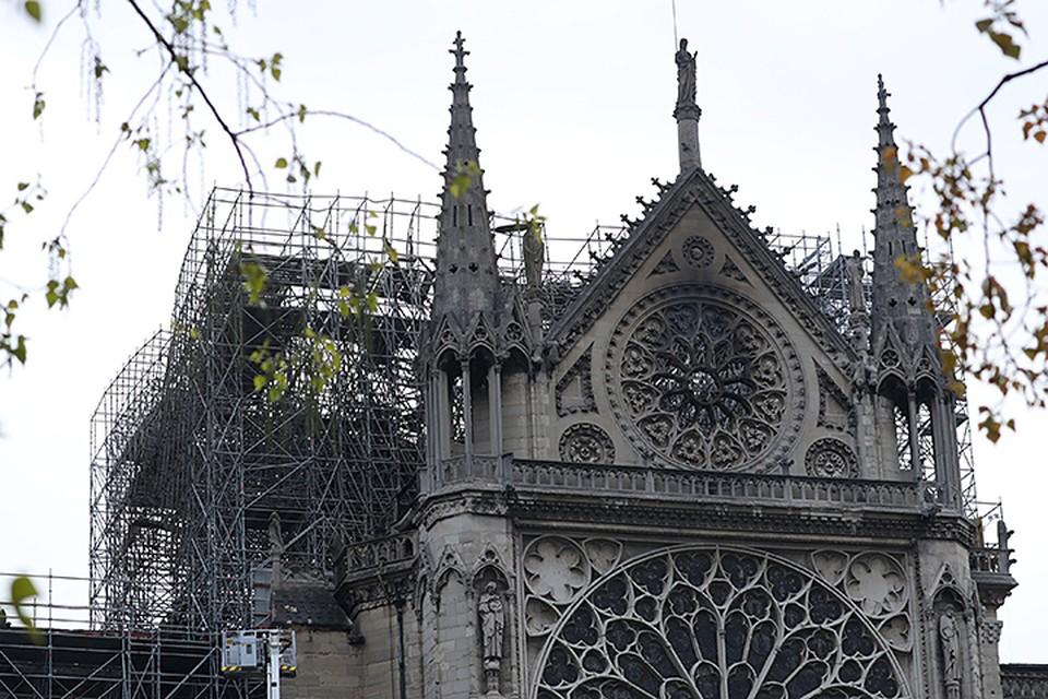 Структура собора спасена, и основные произведения искусства уцелели