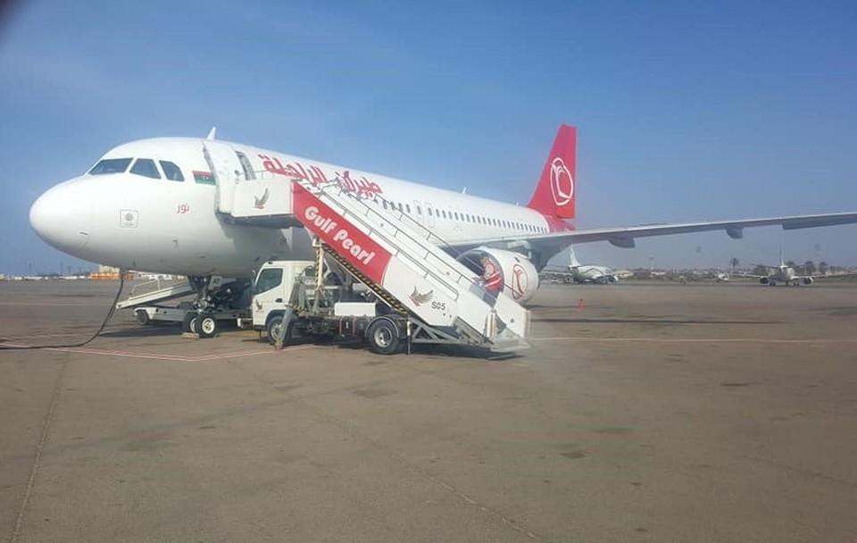 Самолет в международном аэропорту Митига в Триполи