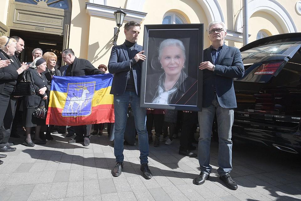 С Элиной Быстрицкой простились на сцене Малого театра в Москве.