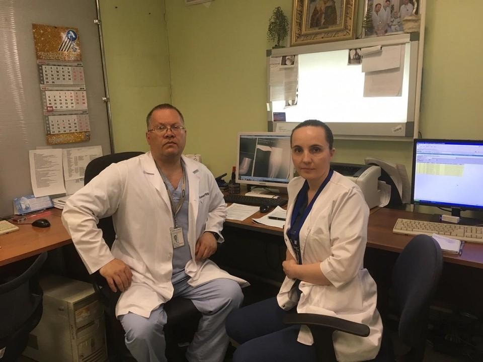 Дмитрий Рыжиков, заведующий отделением детской ортопедии и Елена Губина, главный врач НИИТО имени Цивьяна.