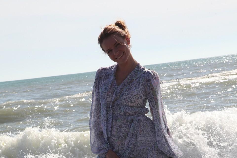 Любовь Толкалина открыла пляжный сезон на Сицилии