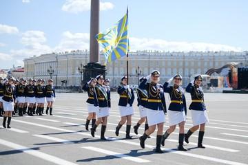 Передвижная звонница и ретро-кабриолеты: Чем удивил Парад Победы 9 мая 2019 года в Санкт-Петербурге