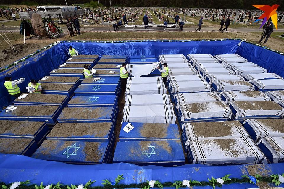 Церемонию перезахоронения останков жертв Брестского гетто организовали на Северном кладбище за городом.