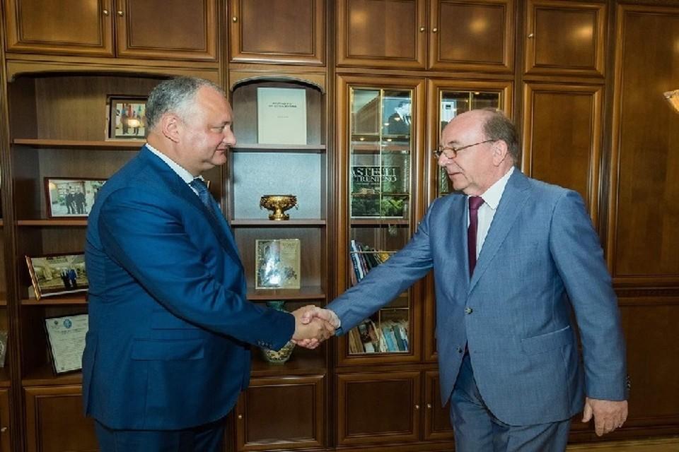 Президент Молдовы Игорь Додон обсудил с послом России свое предстоящее участие в саммите ЕАЭС. Фото: пресс-служба президента