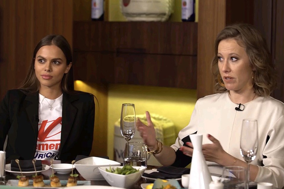 Ксения Собчак собрала в своем шоу российских звезд инстаграма.