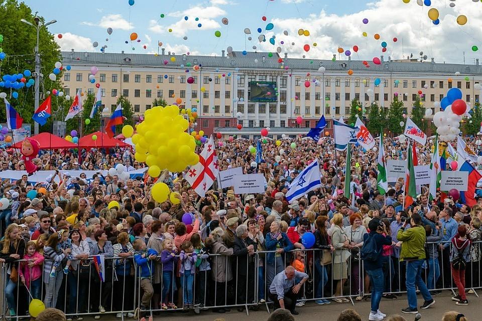Картинки по запросу фото толпы народа на день города