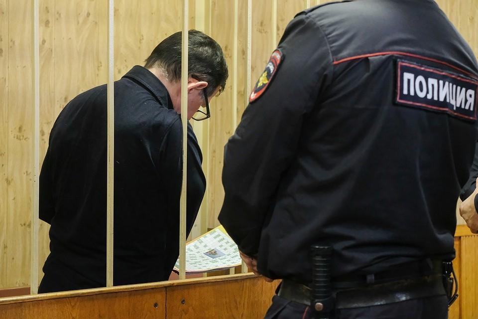 Убрать из залов суда «аквариумы» и клетки» потребовал Совет Федерации.