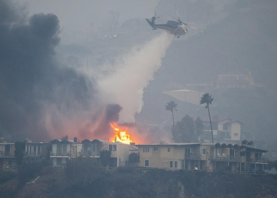 Власти Калифорнии не могут точно назвать причину возникновения пожара, ставшего крупнейшим в истории штата