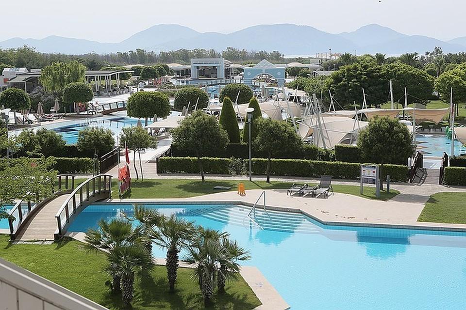 Вид на отель Hilton Dalaman Sarigerme Resort & Spa в Турции.