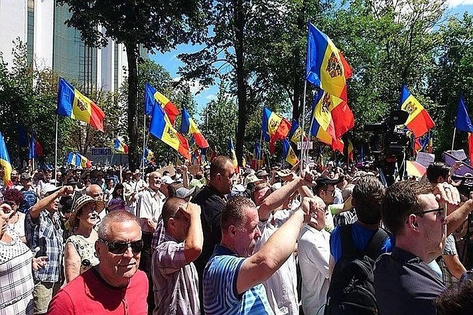 Бог Троицу любит - священник Виталий Шинкарь: Одно другому не мешает - после праздничной службы в воскресенье можно запросто успеть на мирный марш в Кишиневе