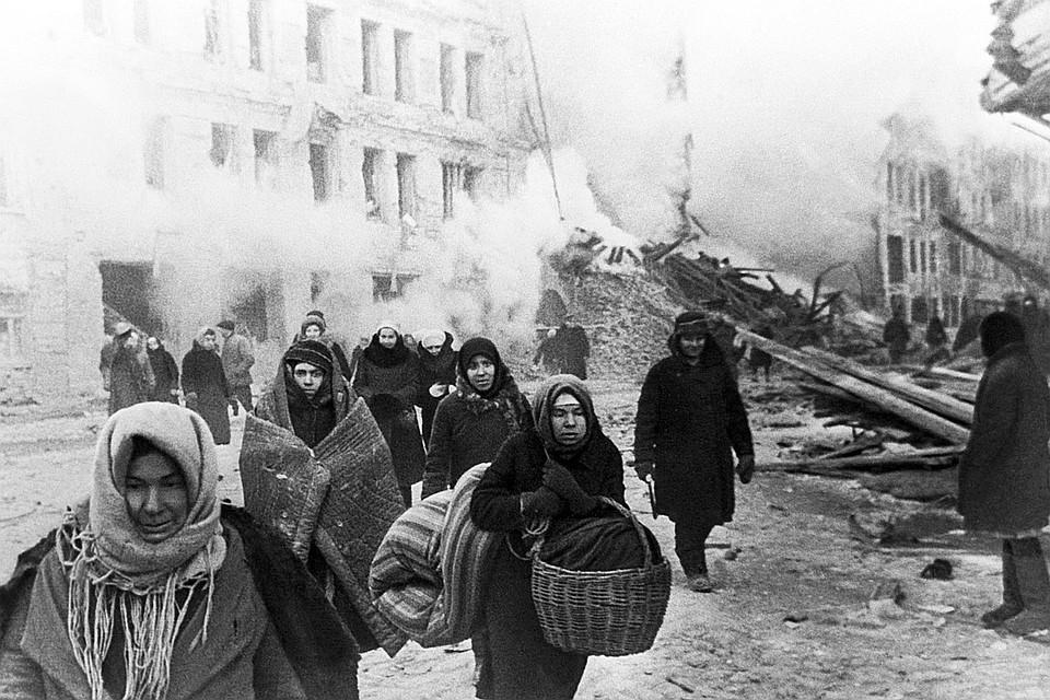 В апреле 1942 года в Иркутск приехали эвакуированные из Ленинграда. Фото: Фотохроника ТАСС.